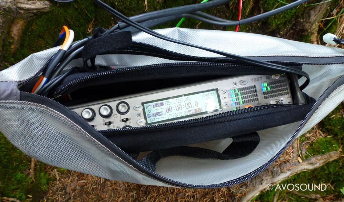 Tonaufnahme Gerät Sound Devices 788T in einem Dokumentenbeutel von Exped