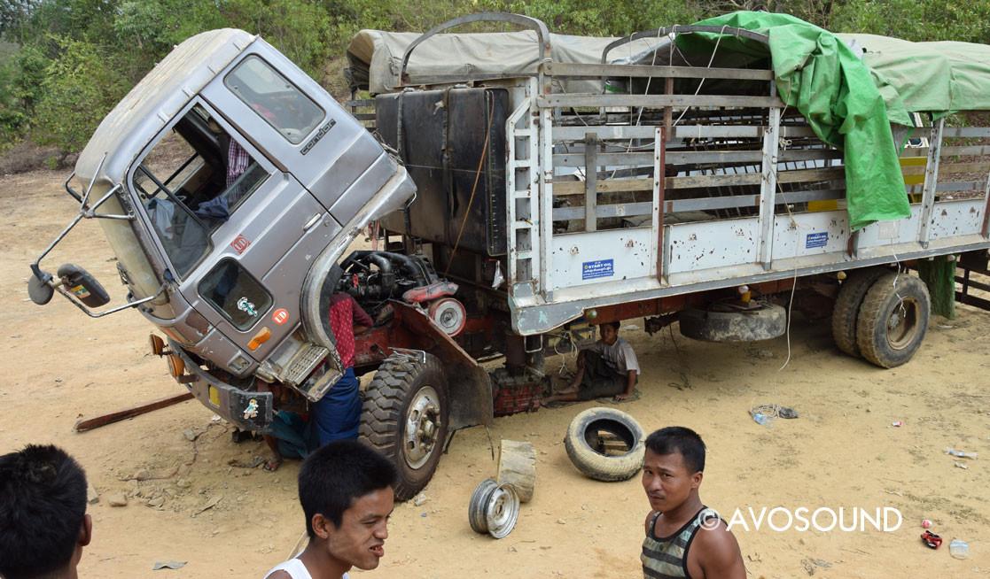Myanmar Reisebericht - etwas ist immer kaputt - Truck auf der Old Burma Road