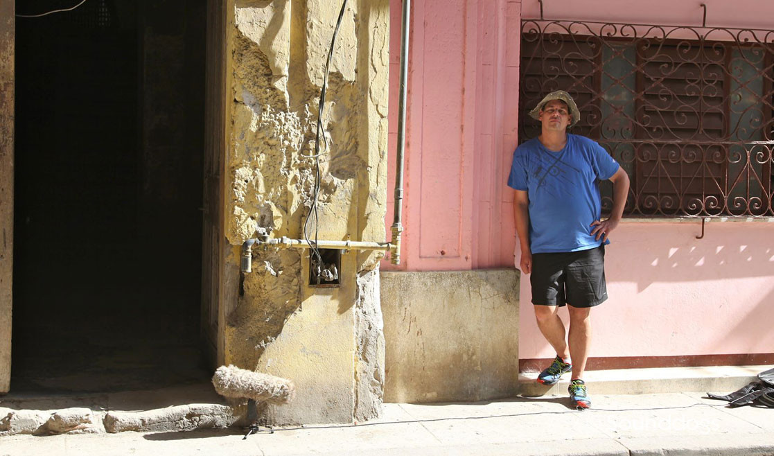 Sounddogs Background Sound Library - Rob Nokes records an atmosphere in Santiag de Cuba